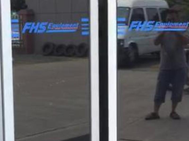 平开门机地理式有框玻璃门视频